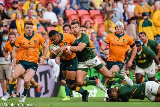 Samu Kerevi is tackled by Handré Pollard