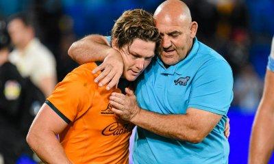 Michael Hooper gets a hug from Mario Ledesma